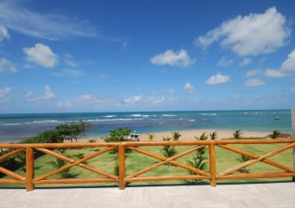 Beachfront penthouse for sale at Guarajuba Bahia